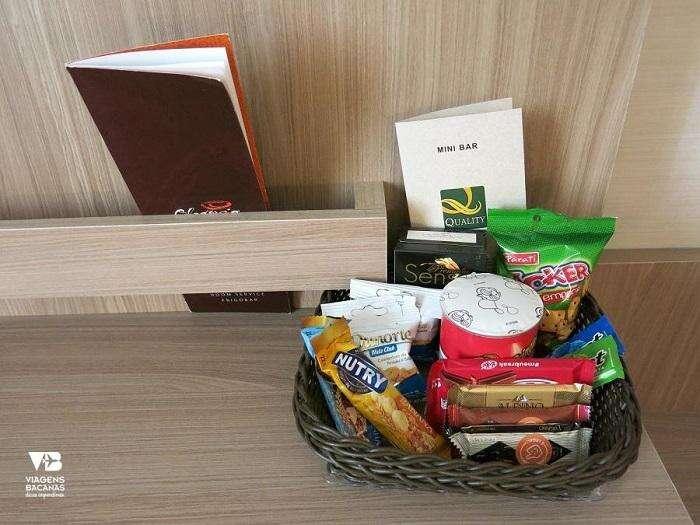 Biscoitos e chocolates no Quality Hotel Pampulha