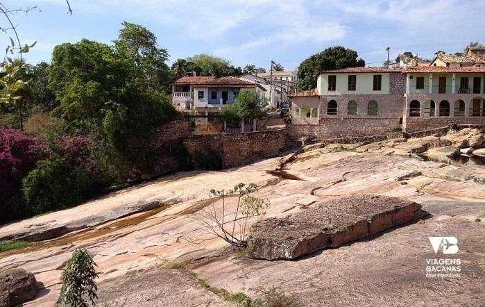 Rio em frente ao Hotel Canto das Águas