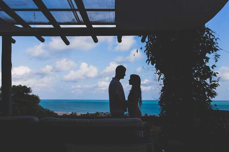 Casal em Pousada romântica