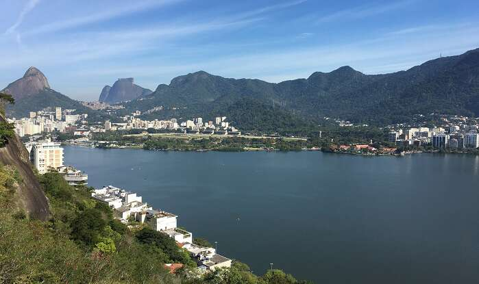 Montanhas e Lagoa Rodrigo de Freitas