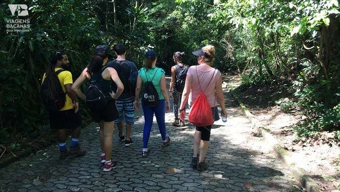 Grupo na Trilha da Pedra Bonita - Viagens Bacanas