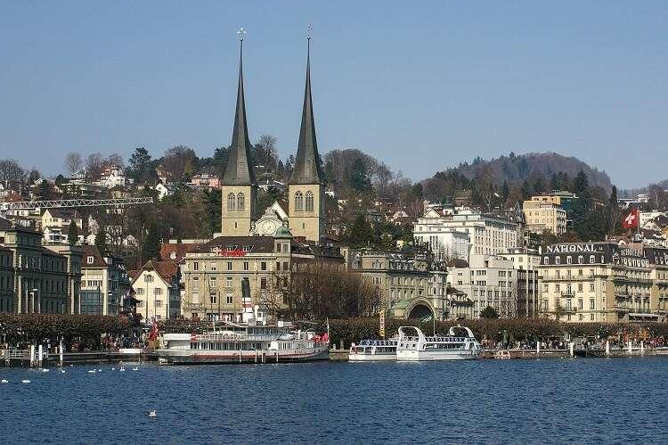 Hofkirche (ou Igreja St. Leodegar) em Lucerna - Viagens Bacanas