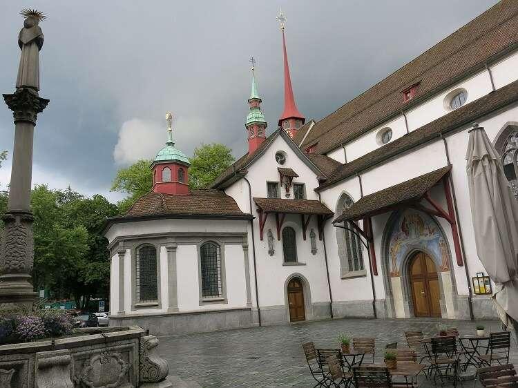 Igreja Franciscana de Lucerna - Viagens Bacanas