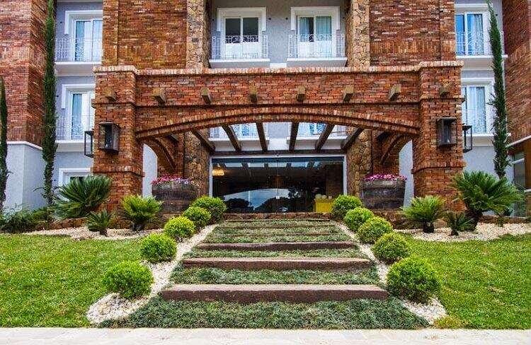 Fachada do Valle D'incanto Midscale Hotel em Gramado - Viagens Bacanas