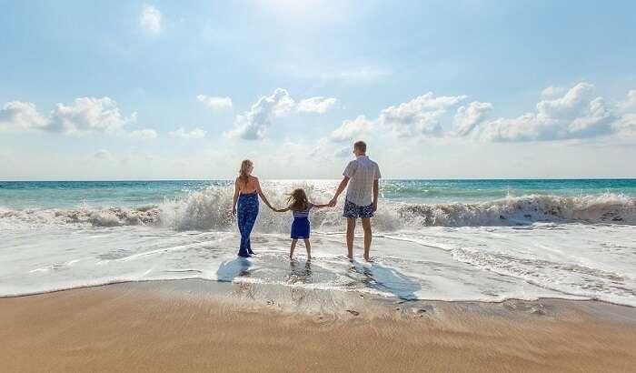 Família na praia - Viagens Bacanas