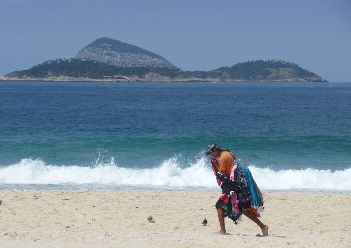 Ilhas Cagarras vista da Praia de Ipanema - Viagens Bacanas
