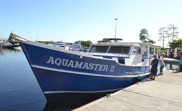 Escuna Aquamaster da empresa Alfamar Charter - Viagens Bacanas