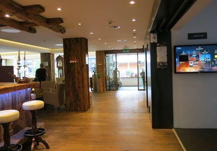 Recepção do Hotel Bristol em Zermatt - Viagens Bacanas