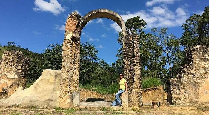 Ruínas do Parque Arqueológico e Ambiental de São João Marcos - Viagens Bacanas