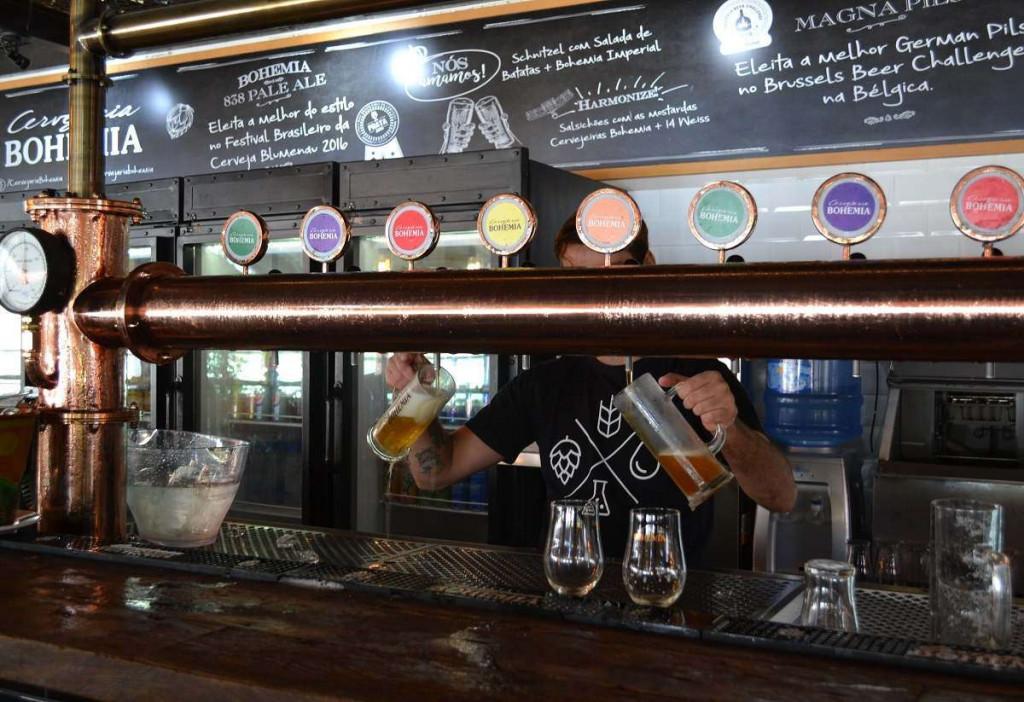 Balcão do restaurante da Cervejaria Bohemia