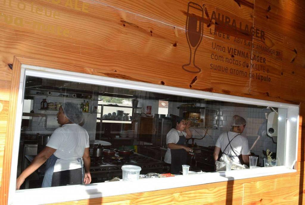 Cozinha do restaurante da Cervejaria Bohemia