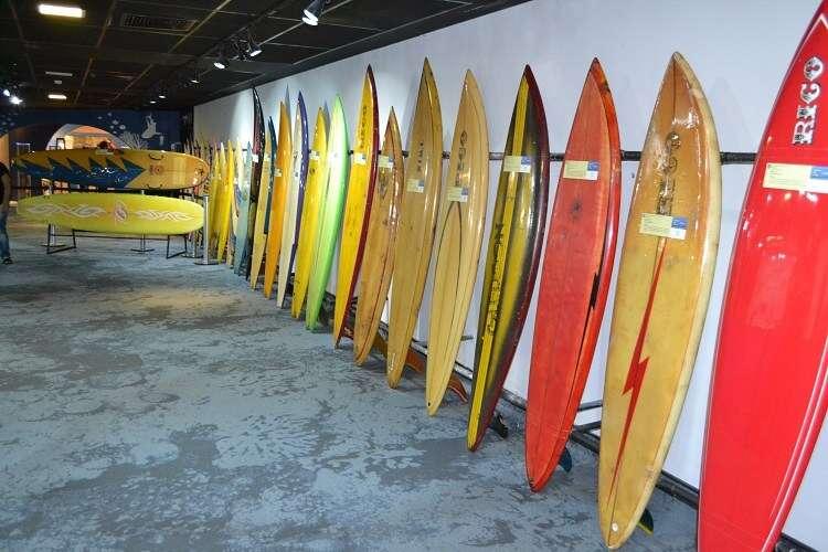 Exposição de pranchas de surfe no AquaRio