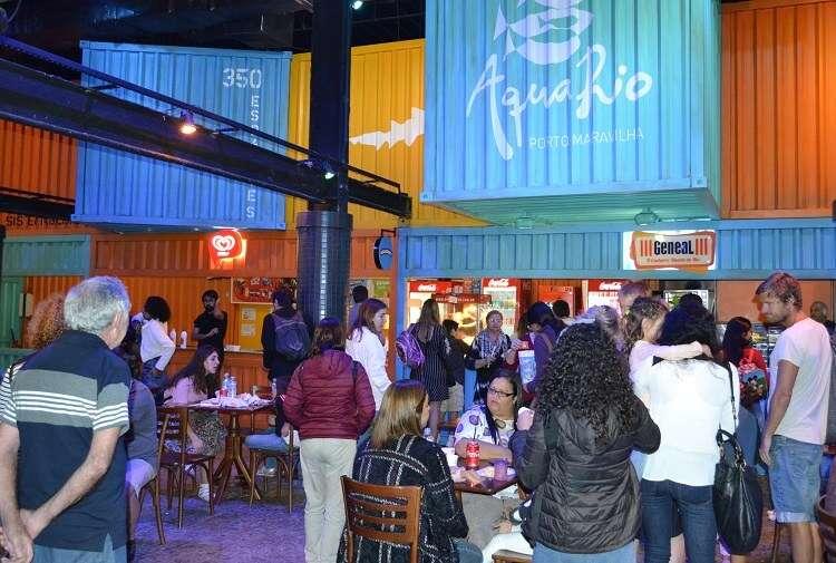 Praça de alimentação no AquaRio