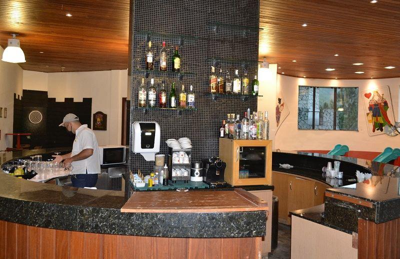 Bar do Castelo Medieval no Hotel Le Canton