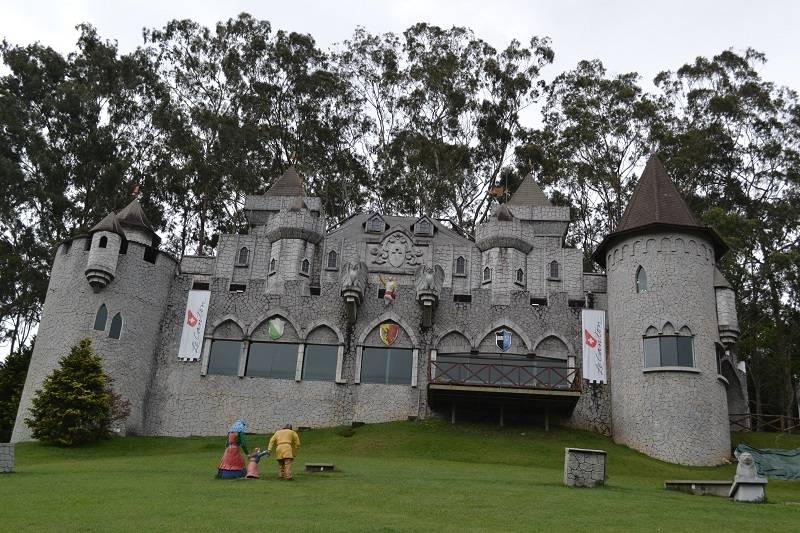 Castelo Medieval Hotel Le Canton