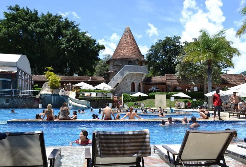 Piscina Hotel Le Canton